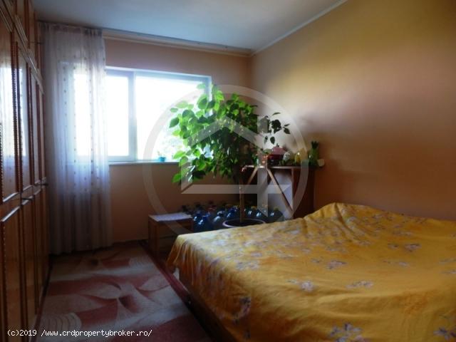 Dormitor mare apartament 4 camere Drumul Taberei,