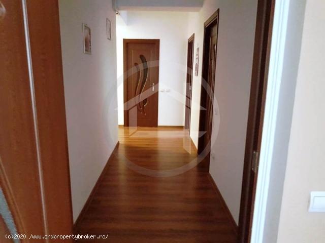 Apartament 3 camere, cartier Latin